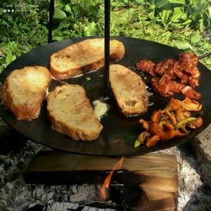 Outdoor breakfast